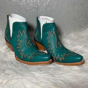 Ariat Dixon Western Snip Toe Slip On Boots